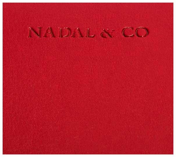 Maletin ejecutivo rojo, uno de los maletines portadocumentos más recomendados para mujeres. Carpeta portadocumentos para redes comerciales, altos cargos directivos o empresarias.