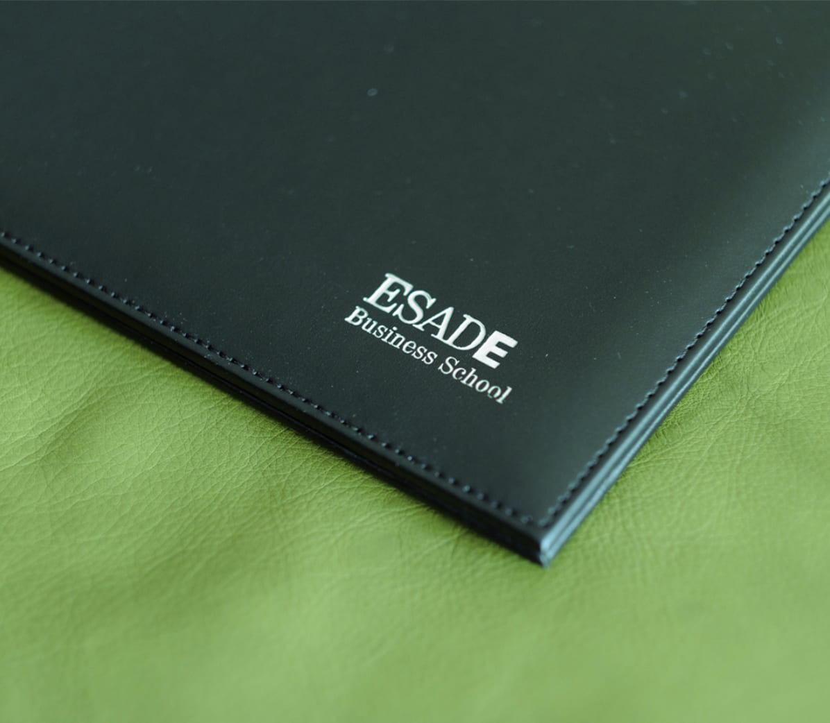 Regalos de empresa fabricados en piel de primera calidad. Regalos personalizados para eventos, congresos, hoteles, redes comerciales y mucho más.