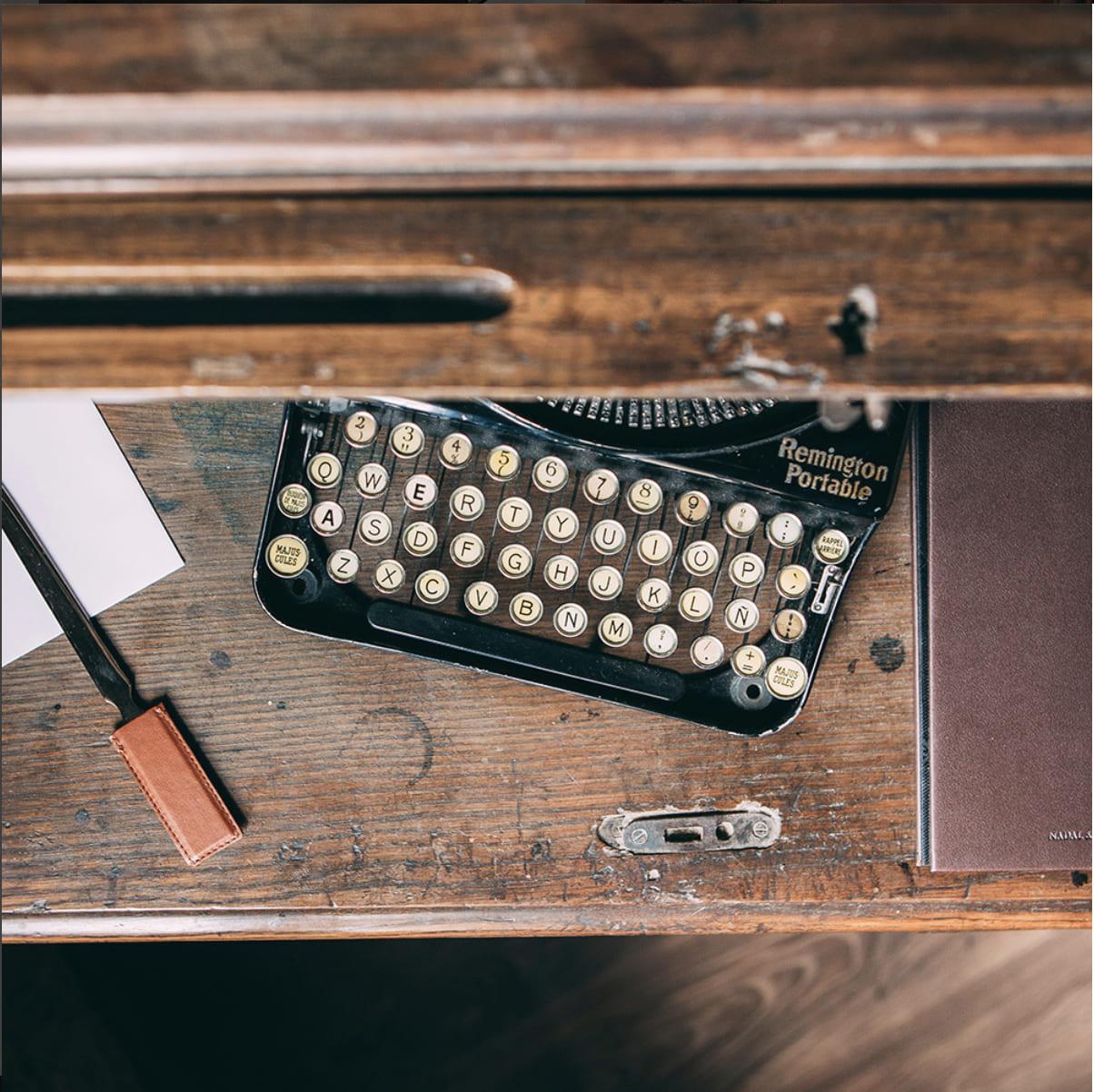Fabricación de regalos para hoteles hechos en piel de forma artesanal. Regalos personalizados con logotipo de la compañía. Gran calidad.
