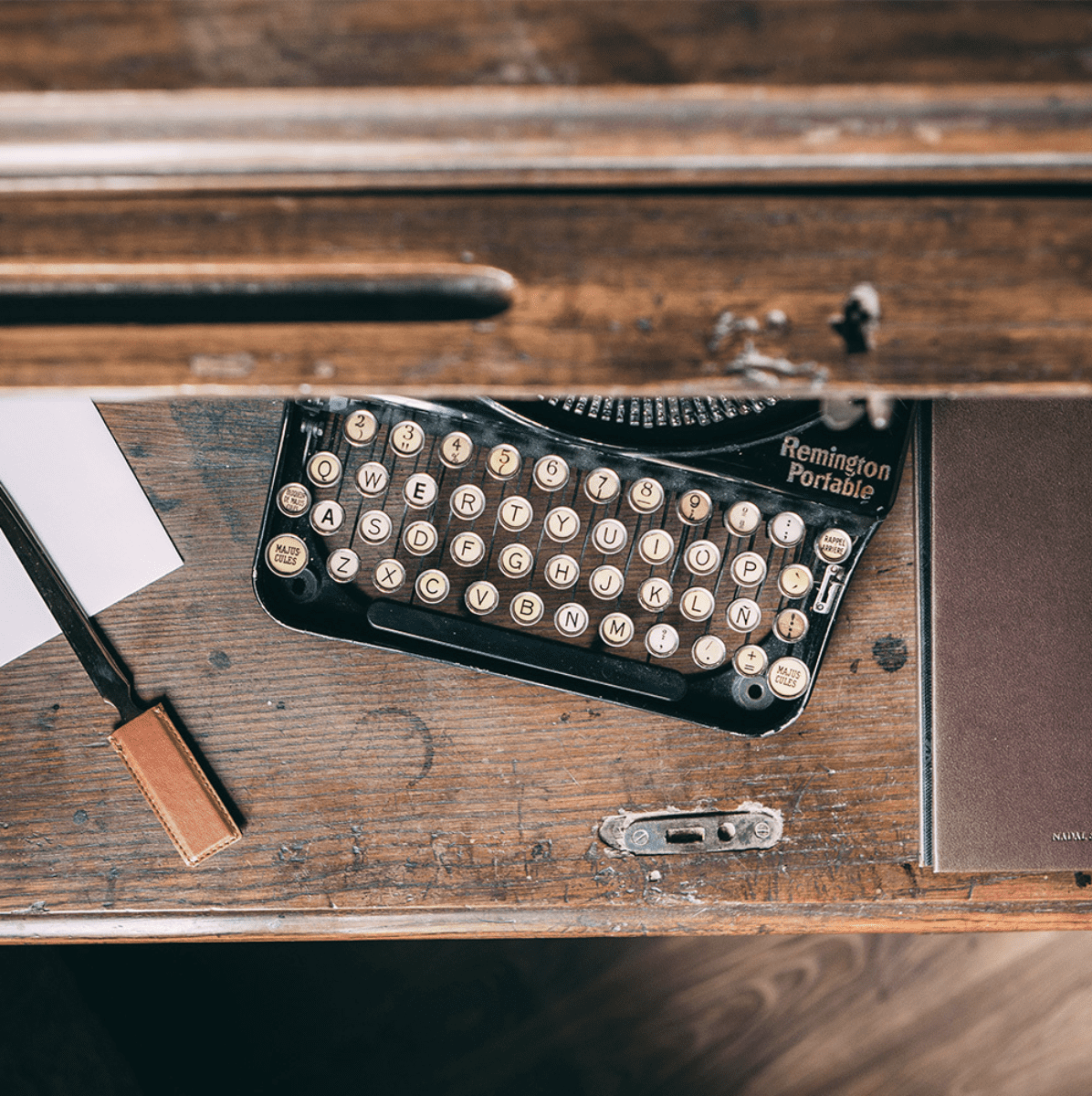 Vade escritorio personalizado y hecho a mano en nuestro taller de Barcelona. Diseño exclusivo, elegante.